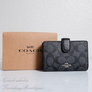 NWT Coach Medium Corner Zip Wallet in Signature
